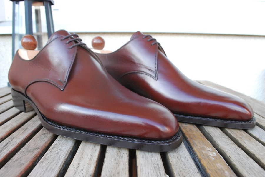 5. 3-eyelet derby in Mogano. Another possible candidate is an elegant derby three snörhålspar, made in hand painted dark brown Mogano with single leather sole, and on gently chiseled 29-the last.