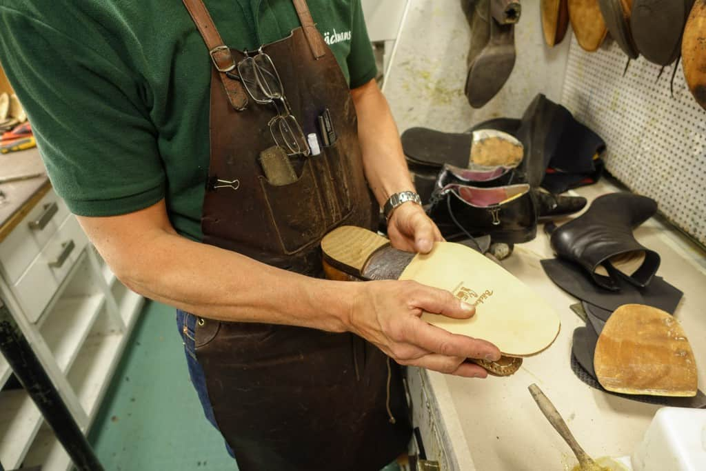 The outsole is fitted. Bäckmans own insoles used here is chestnut bark tanned in Portugal.