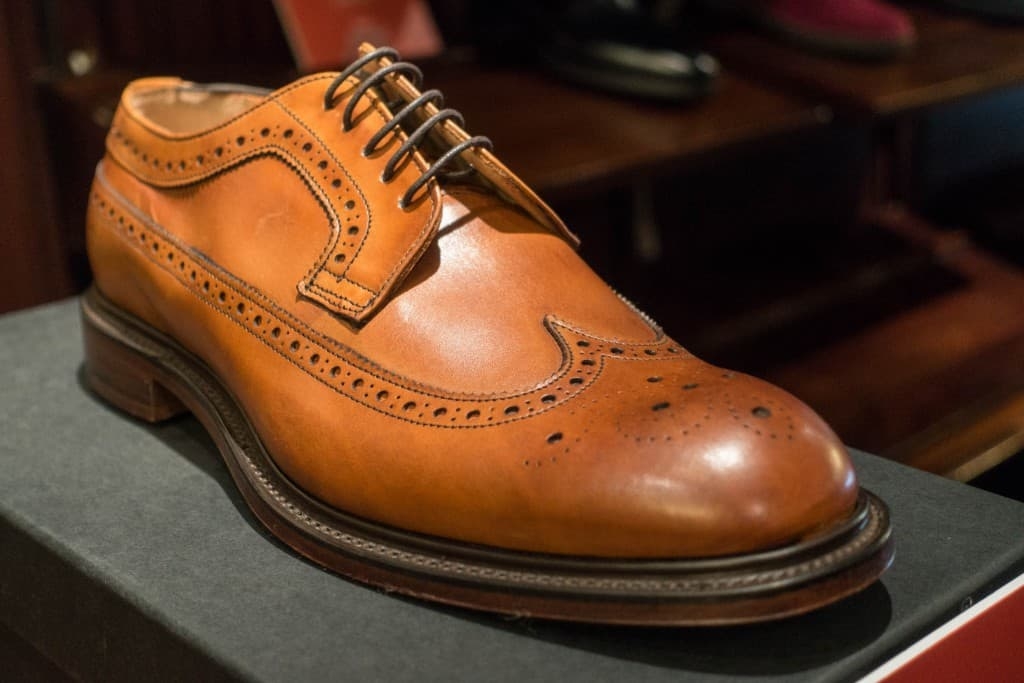 Longwing blucher in light brown.