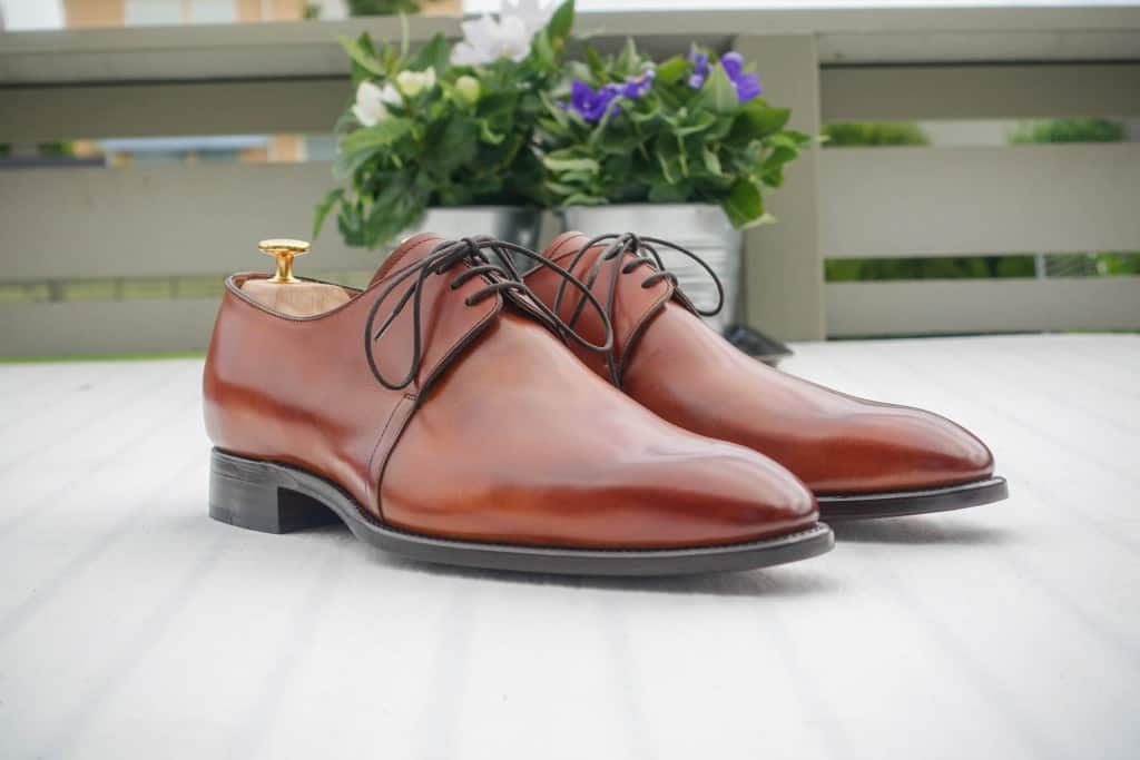 I have not done anything with my shoes before I took the pictures, but they came with a ivan thoroughly fine plaster, and with a great depth of color.
