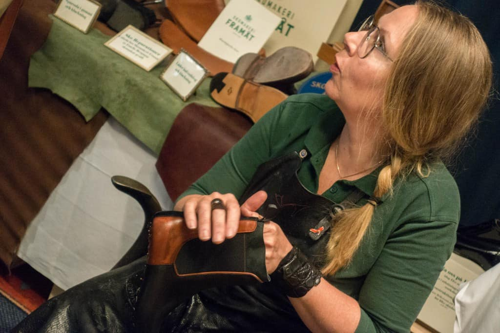 Carina Eneroth from Skomakeri Framåt working on a pair of boots.
