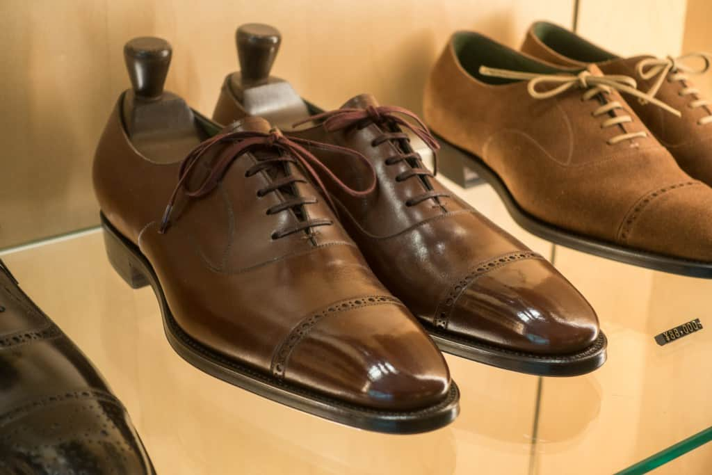 A quarter brogue from the new RTW range. Note the two-colored laces which Clematis calls Blooming Laces.