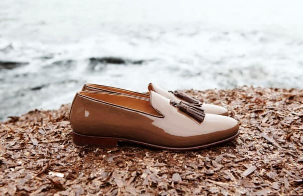Tassel loafers in brown patent leather.