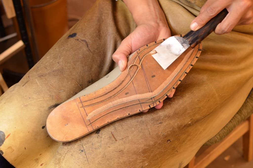 Cut out the lip in which the welt seam will be stitched to.