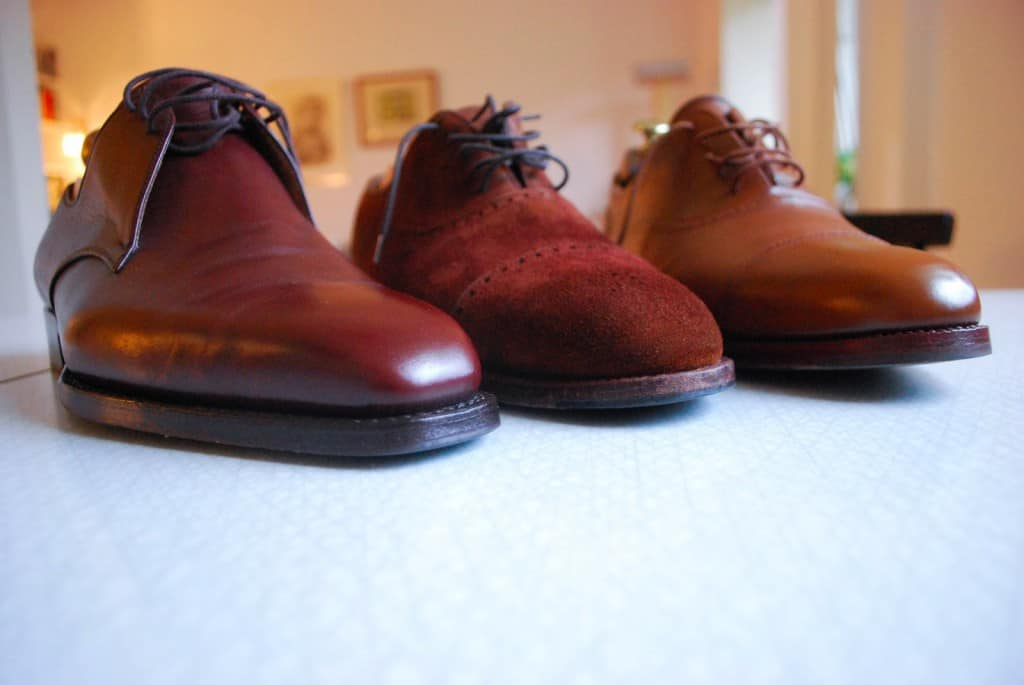A comparison of three different versions of the sunken rubber toe tap. The Vass pair on the left have had them attached in the workshop, and with the dark sole edge it's hardly visible. The John Lobb pair in the middle has a very thin rubber piece inserted by a cobbler, the pair from Jan Kielman to the right have a thicker one.