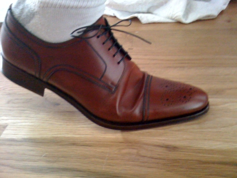 A shoe with too much space over the ball, which makes for a lot of excessive leather which digs into the foot (bad image quality I know, but hope you get an idea anyway). Picture: Styleforum