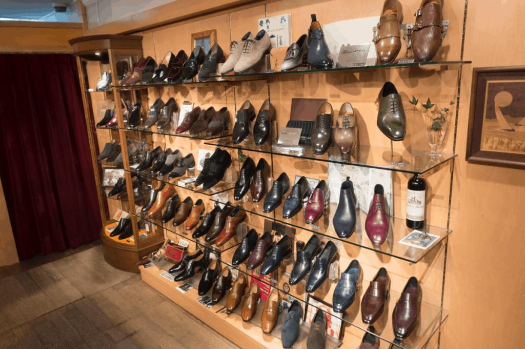 Shoes en masse.
