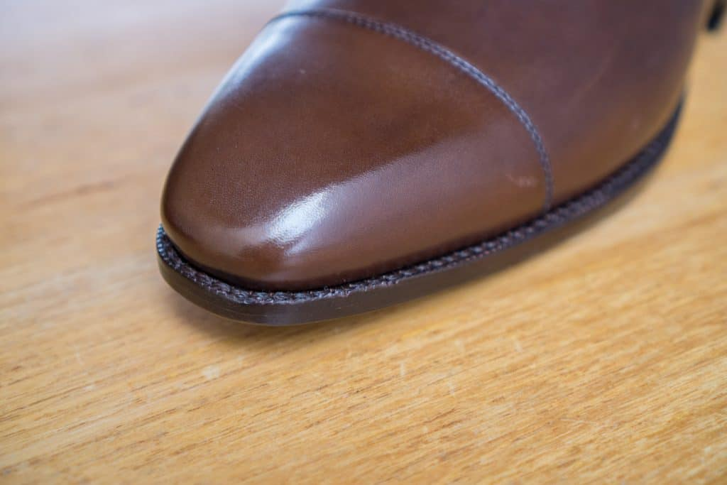 Close cut sole edge, but once again a bit rough in execution.