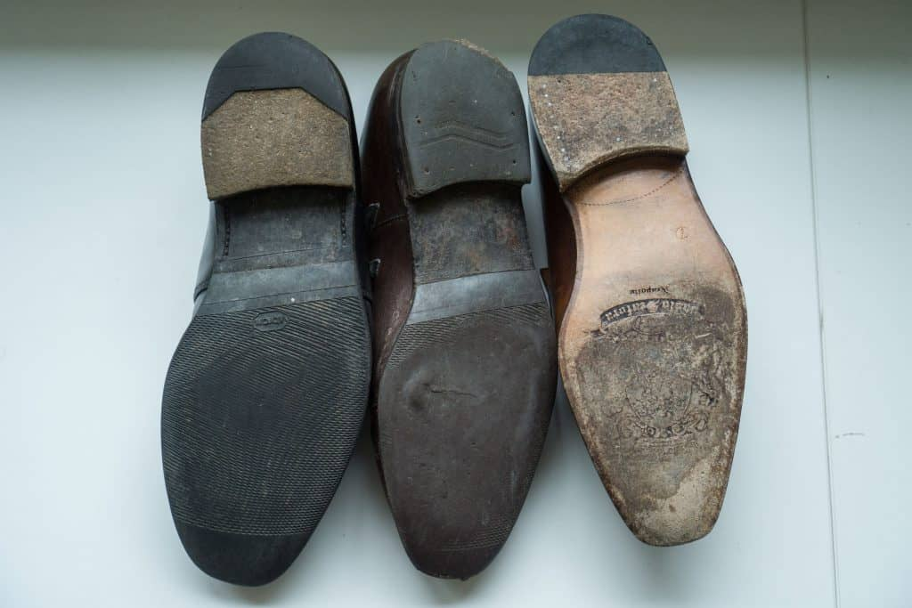 Loake and Carmina pairs had both klackats and equipped with outsole. For knowing so run Loake open channel in the sole, Carmina as in Scafora right with closed channel.