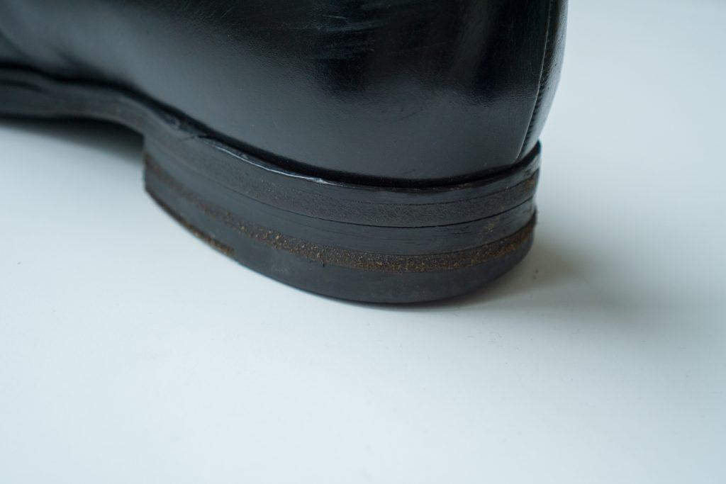 Plunge picture of the entire Loake shoe, where you see how it looks so-so out with two Salpa-pieces in the middle.