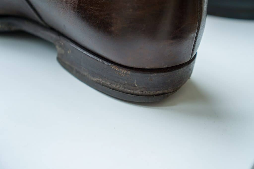 Here you can see how much better it looks with a heel in all leather, even if this also is very worn.