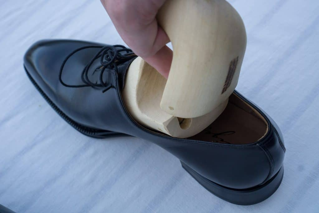 The problem is that the shoe tree is formed after the shape of the foot which is widest at the ball area, whichmust get through the slimmerinstep of the shoe, which can be a bit tricky and often the shoe is stressed quite a bit here. When oneinsert the treesyou often do it in the same way, creating the same problem again.