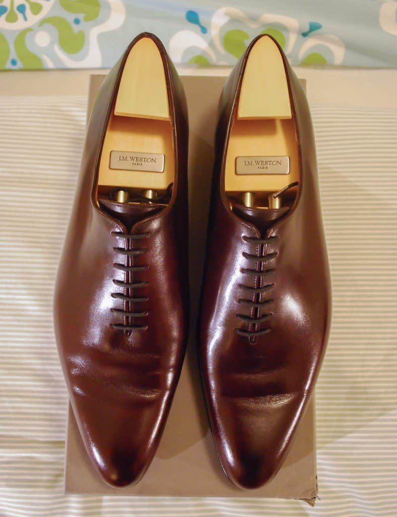 This couple from JM Weston has a pointed toe, also then become very elongated.
