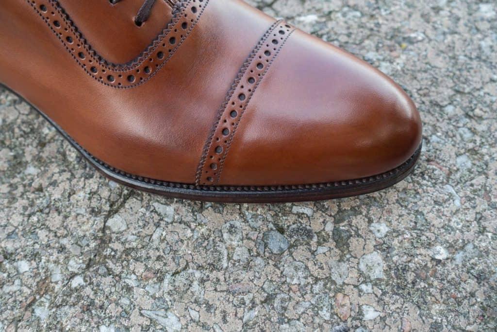 Close-cut sole edge.