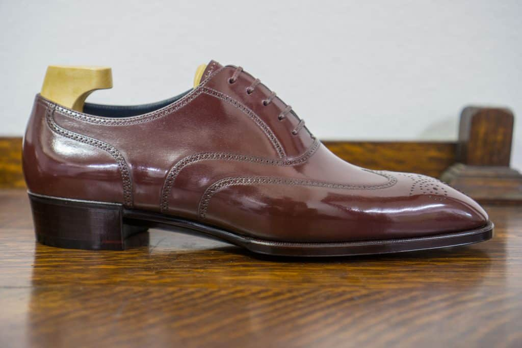 The burgundy full brogue in profile.