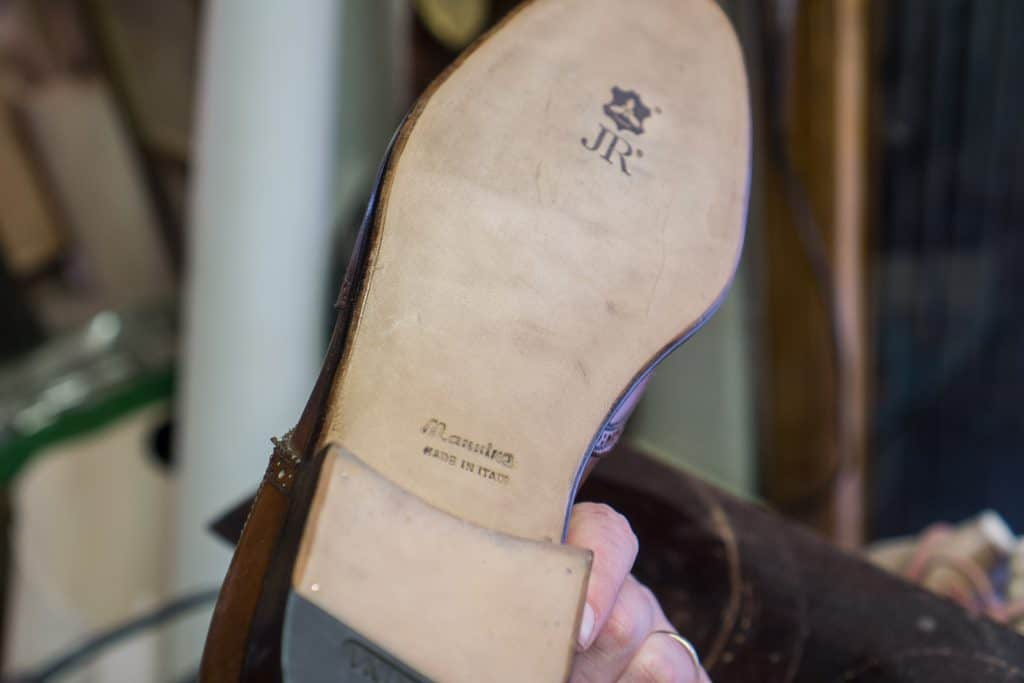 Oak bark tanned leather sole.